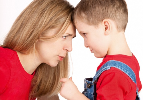 Если ребенок бьет маму