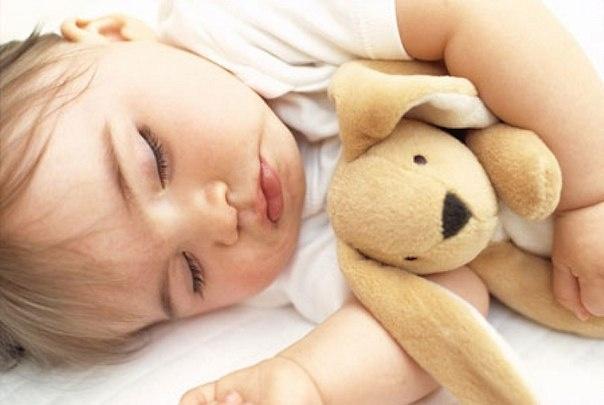 Как приучить малыша спать отдельно?
