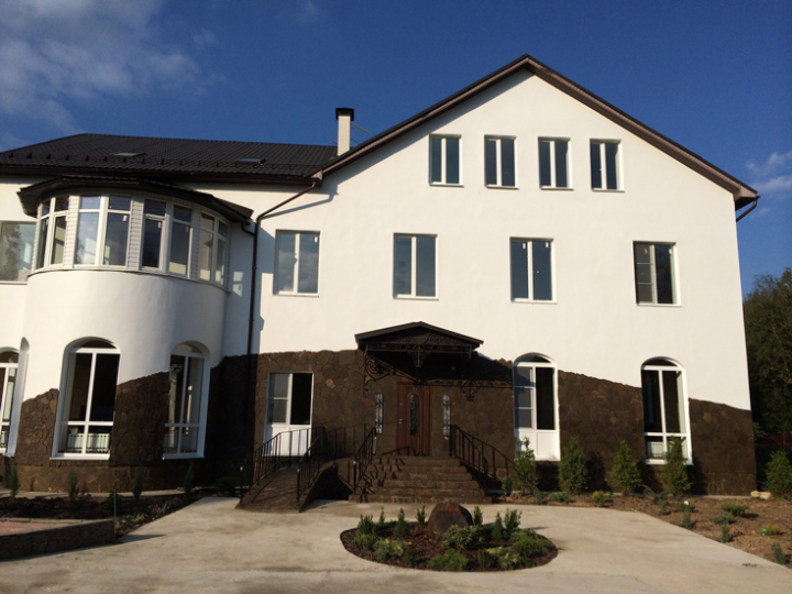 Современный дом для престарелых, с повышенным комфортом.
