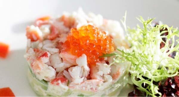 Как приготовить салат с красной икрой? 2