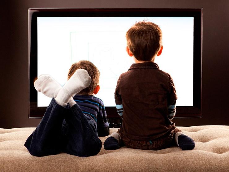 Влияет ли телевизор на психику ребёнка