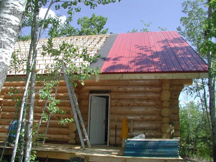 Как постелить крышу из профнастила?