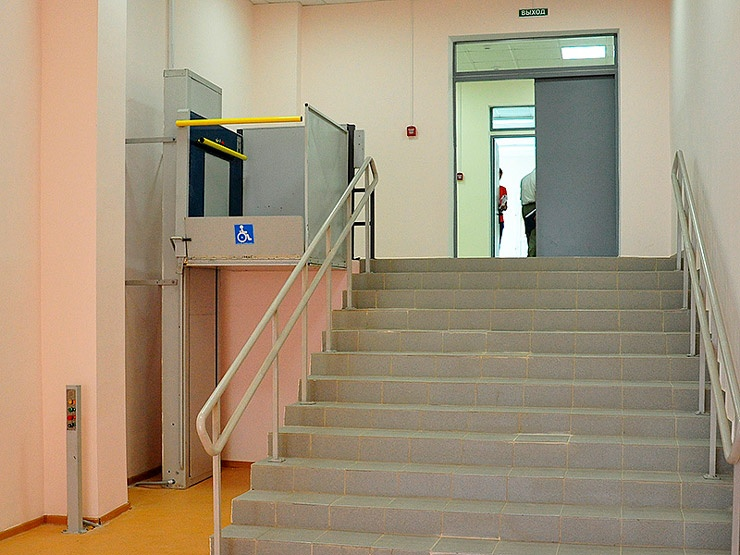 Вертикальные подъемники для инвалидов-колясочников