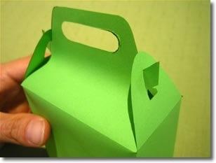 Поздравляем! Ваш подарочный пакетик готов, вы можете положить в него конфеты или подарок и смело дарить его!