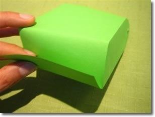 Шаг 4 Закройте верхнюю часть пакетика как показано на рисунке.